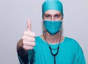 Perché le donne ricorrono alla chirurgia estetica